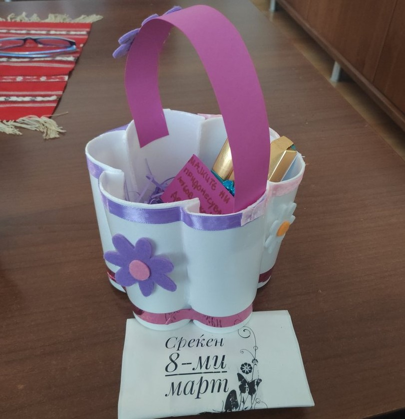 DIY basket from one-use coffee cups as a gift for 8th of march