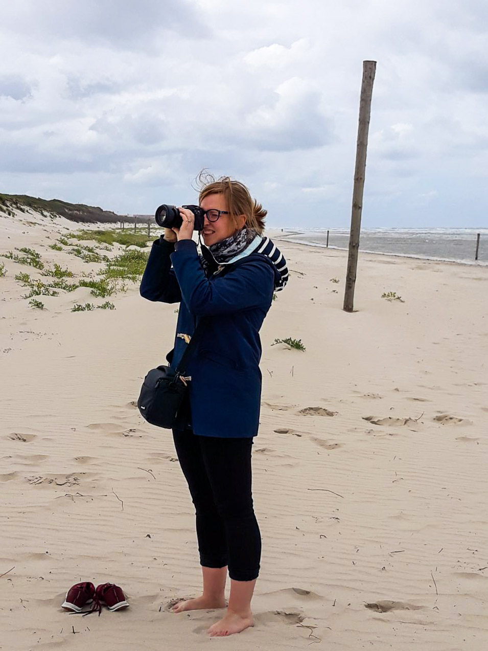 Dr. Johanna Harthe: in addition to being an outstanding astronomer, she is also an avid photographer, pianist and singer.